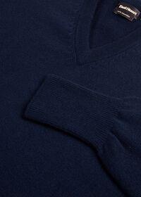 Scottish Cashmere V-Neck Sweater, thumbnail 40